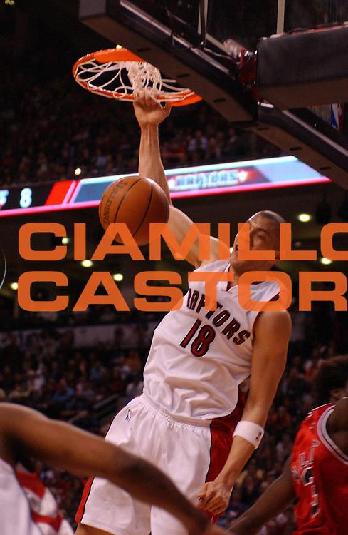 DESCRIZIONE : Toronto Campionato NBA 2006-2007 Toronto Raptors Chicago Bulls<br /> GIOCATORE : Anthony Parker<br /> SQUADRA : Toronto Raptors Chicago Bulls<br /> EVENTO : Campionato NBA 2006-2007 <br /> GARA : Toronto Raptors Chicago Bulls<br /> DATA : 08/04/2007 <br /> CATEGORIA : Schiacciata<br /> SPORT : Pallacanestro <br /> AUTORE : Agenzia Ciamillo-Castoria/V.Keslassy<br /> Galleria : NBA 2006-2007 <br /> Fotonotizia : Toronto Campionato NBA 2006-2007 Toronto Raptors Chicago Bulls<br /> Predefinita : si
