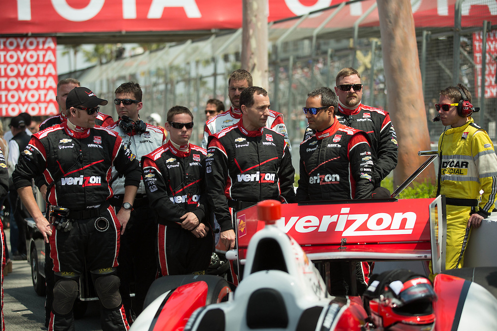 Juan Pablo Montoya and crew in the pit LBGP 2014