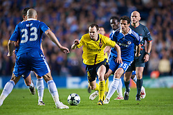 LONDON, ENGLAND - Wednesday, May 6, 2009: Chelsea's Juliano Belletti and Barcelona's Andres Iniesta during the UEFA Champions League Semi-Final 2nd Leg match at Stamford Bridge. (Photo by David Rawcliffe/Propaganda)