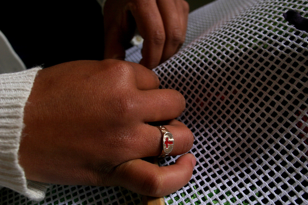Nova Lima_MG, Brasil...Tapecaria do Projeto Fred, na foto detalhes da mao fazendo tapetes...The tapestry of Fred project, in this photo detail of hands doing carpets...Foto: BRUNO MAGALHAES / NITRO..