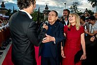 Candice Patou &amp; Robert Hossein<br /> &quot;Il bel mondo&quot; de Belmondo au chateau de la Buzine, qui a appartenu a Marcel Pagnol&nbsp;<br />  <br /> A partir du 30&nbsp;juin, Marseille fete Jean-Paul Belmondo avec l&rsquo;exposition au chateau de la Buzine IUne invitation a decouvrir des photos issues de la collection personnelle de l&rsquo;acteur ainsi que des pieces liees aux roles qu&rsquo;il a tenus. JP Belmondo etait present pour le vernissage et le diner de gala organise en pr&eacute;sence de quelque uns de ses amis tels que Charles Aznavour, Charles Gerard, Robert Hossein, Candice Patou, Michele Mercier, Louis Acaries ou encore Antoine Dulery, Moussa Maaskri...La soiree etait animee par Valerie&nbsp;Fedele, directrice du lieu.