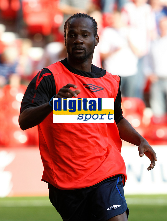 Photo: Steve Bond/Richard Lane Photography. Nottingham Forest v Sunderland. Pre Season Friendy. 29/07/2008. Pascal Chimbonda warms up for Sunderland