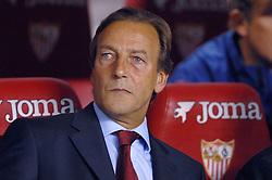03-03-2007 VOETBAL: SEVILLA FC - BARCELONA: SEVILLA  <br /> Sevilla wint de topper met Barcelona met 2-1 / Ass. coach Johan Neeskens<br /> ©2006-WWW.FOTOHOOGENDOORN.NL