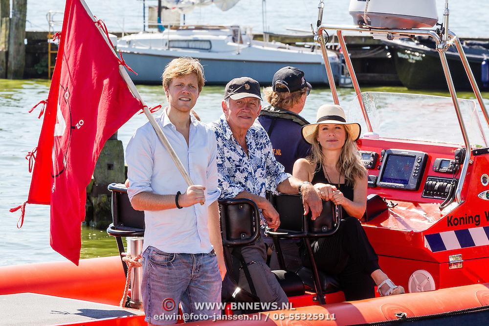 NLD/Muiden/20160825 - Perspresentatie deelnemers Expeditie Robinson 2016, Bartho Braat, Elle van Rijn, Lex Uiting