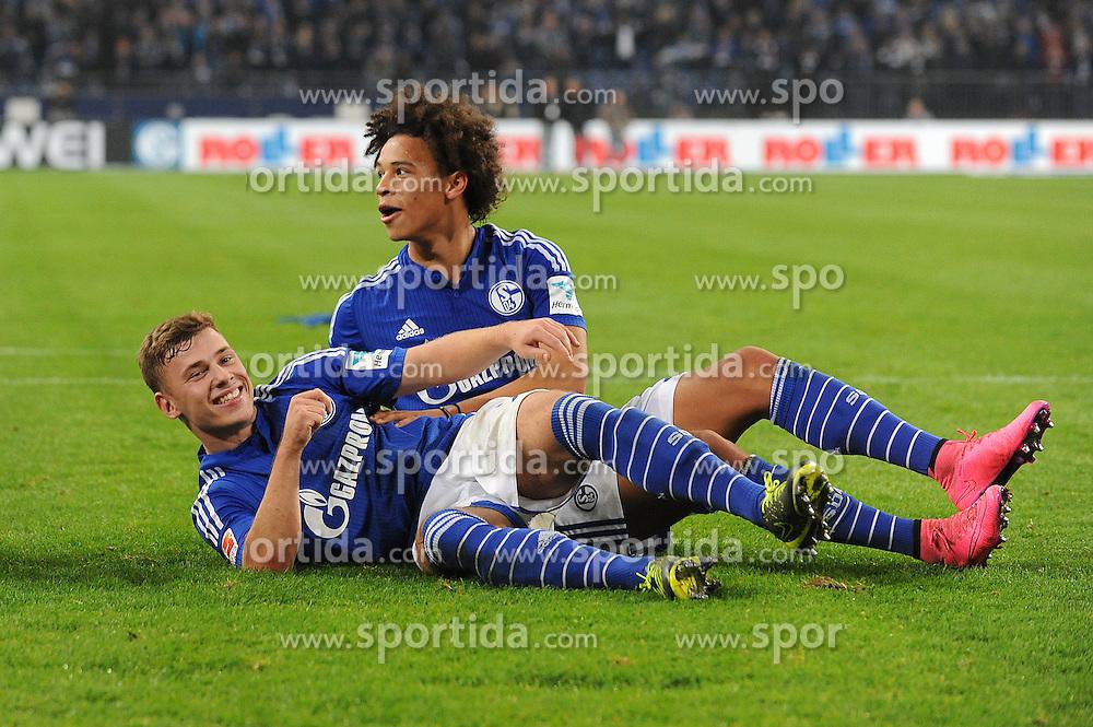 17.10.2015, Veltins Arena, Gelsenkirchen, GER, 1. FBL, Schalke 04 vs Hertha BSC, 9. Runde, im Bild V.o.n.u. Leroy Sane freut sich mit Max Meyer (beide Schalke 04) // during the German Bundesliga 9th round match between Schalke 04 and Hertha BSC at the Veltins Arena in Gelsenkirchen, Germany on 2015/10/17. EXPA Pictures &copy; 2015, PhotoCredit: EXPA/ Eibner-Pressefoto/ Thienel<br /> <br /> *****ATTENTION - OUT of GER*****