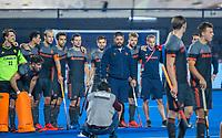 BHUBANESWAR, INDIA - Spanning bij Oranje  bij de shoot-outs,   tijdens de  finale tussen België en Nederland bij het WK Hockey heren in het Kalinga Stadion. Belgie wint de wereldtitel. midden bondscoach Max Caldas (Ned) COPYRIGHT KOEN SUYK