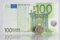 THEMENBILD - Euromuenze. Eine 1 Euro Muenze steht vor einem 100 Euro Schein. Aufgenommen am 16/11/2011 in Knittelfeld. EXPA Pictures © 2011, PhotoCredit: EXPA/ S. Zangrando