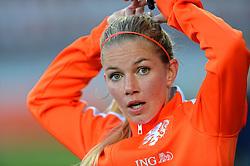 20-05-2015 NED: Nederland - Estland vrouwen, Rotterdam<br /> Oefeninterland Nederlands vrouwenelftal tegen Estland. Dit is een 'uitzwaaiwedstrijd'; het is de laatste wedstrijd die de Nederlandse vrouwen spelen in Nederland, voorafgaand aan het WK damesvoetbal 2015 / Anouk Hoogendijk #14