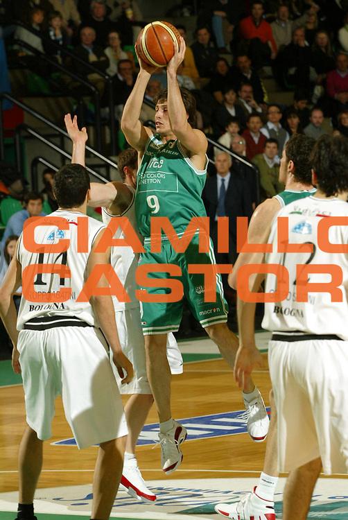DESCRIZIONE : Treviso Lega A1 2006-07 Benetton Treviso VidiVici Virtus Bologna <br />GIOCATORE : Mordente<br />SQUADRA : Benetton Treviso<br />EVENTO : Campionato Lega A1 2006-2007 <br />GARA : Benetton Treviso VidiVici Virtus Bologna <br />DATA : 25/03/2007 <br />CATEGORIA : Tiro<br />SPORT : Pallacanestro <br />AUTORE : Agenzia Ciamillo-Castoria/G.Livaldi