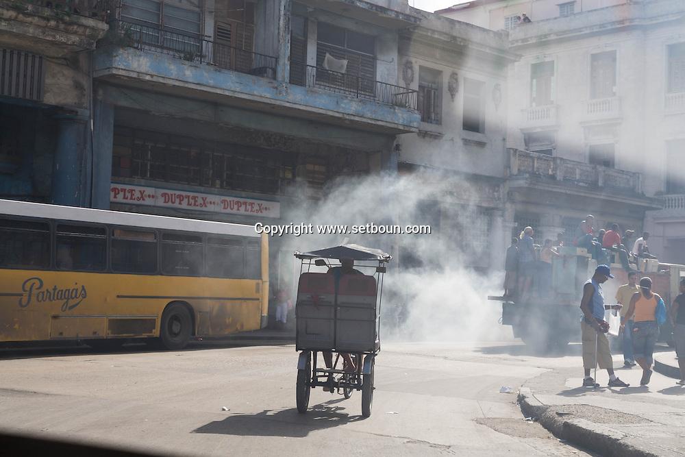 Cuba. in Monte street. La Habana city center.    La Habana - Cuba   /  la rue monte; La Havane centre,  Habana centro  La Havane - Cuba   V141B