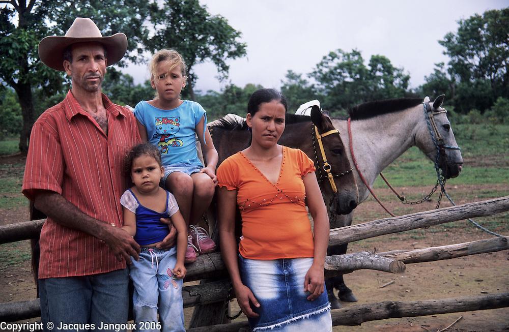 Portrait of country family, Chapada da Piteira, Brazilian Highlands, Goias, Brazil