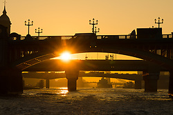 © Licensed to London News Pictures. 10/10/2018. London, UK.  Sunrise on the River Thames during warm and sunny weather this morning.  Photo credit: Vickie Flores/LNP