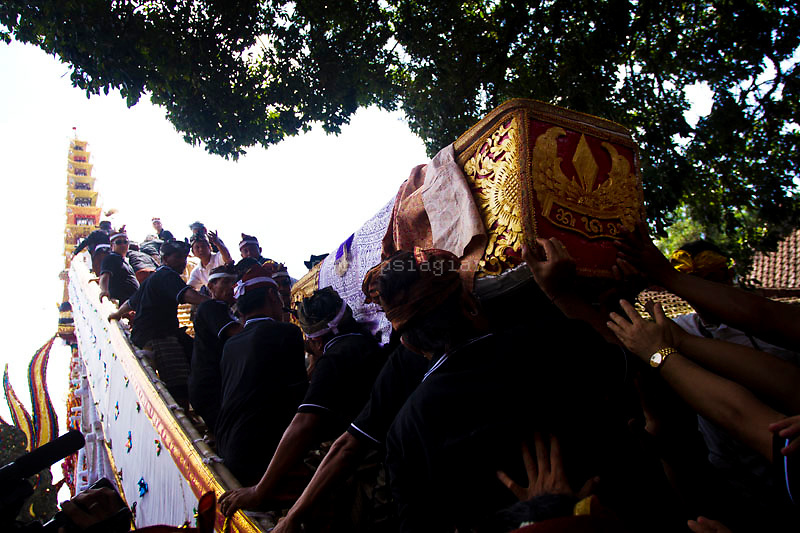 The Coffin of the Anak Agung Niang Rai brought up to the bade( cremation tower) that has nine storeys with total height of 25 meters in Pelebon ceremony of Anak Agung Niang Rai of Puri Agung Ubud, The wife of King Of Ubud. Pelebon Ceremony or  Ngaben ceremony is a ceremony to purify and return the  five element of the universe that form the life itself in human body to the universe