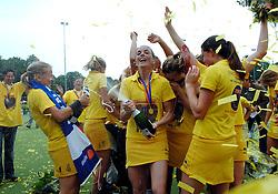 20-05-2007 HOCKEY: FINALE PLAY OFF: DEN BOSCH - AMSTERDAM: DEN BOSCH <br /> Den Bosch voor de tiende keer op rij kampioen van de Rabo Hoofdklasse Dames. In de beslissende finale versloegen zij Amsterdam met 2-0 / Het team van Den Bosch met de beker oa. met Mijntje Donners, Minke Booij, Maartje Paumen, Janneke Schopman, Vera Vorstenbosch, Nienke Kremers en  Carlien Dirkse van den Heuvel <br /> ©2007-WWW.FOTOHOOGENDOORN.NL