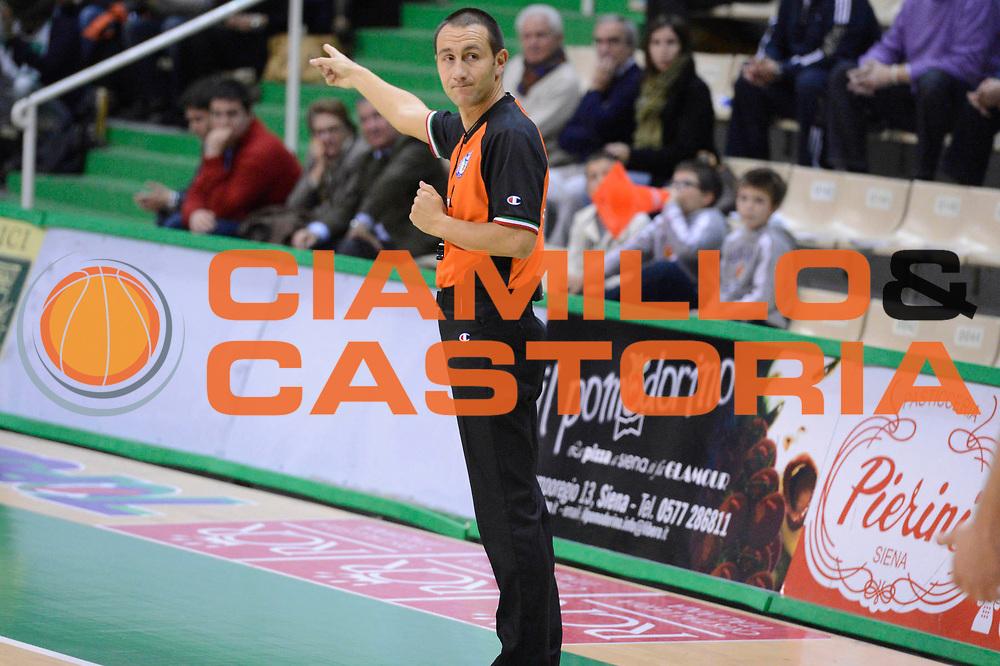 DESCRIZIONE : Siena Lega A 2012-13 Montepaschi Siena Juve Caserta<br /> GIOCATORE : arbitri<br /> CATEGORIA : mani<br /> SQUADRA : <br /> EVENTO : Campionato Lega A 2012-2013 <br /> GARA : Montepaschi Siena Juve Caserta<br /> DATA : 18/11/2012<br /> SPORT : Pallacanestro <br /> AUTORE : Agenzia Ciamillo-Castoria/GiulioCiamillo<br /> Galleria : Lega Basket A 2012-2013  <br /> Fotonotizia : Siena Lega A 2012-13 Montepaschi Siena Juve Caserta<br /> Predefinita :