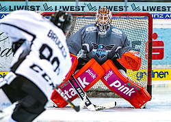 05.01.2020, Keine Sorgen Eisarena, Linz, AUT, EBEL, EHC Liwest Black Wings Linz, Spielerpräsentation, im Bild v.l. Marco Brucker (EHC Liwest Black Wings Linz), Tormann Jeff Glass (EHC Liwest Black Wings Linz) // during the new players presentation for the Erste Bank Eishockey League club EHC Liwest Black Wings Linz at the Keine Sorgen Eisarena in Linz, Austria on 2020/01/05. EXPA Pictures © 2020, PhotoCredit: EXPA/ Reinhard Eisenbauer