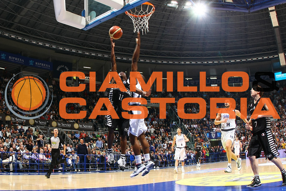 DESCRIZIONE : Bologna Lega A 2008-09 Gmac Fortitudo Bologna La Fortezza Virtus Bologna<br /> GIOCATORE : Earl Boykins<br /> SQUADRA : La Fortezza Virtus Bologna <br /> EVENTO : Campionato Lega A 2008-2009<br /> GARA : Gmac Fortitudo Bologna La Fortezza Virtus Bologna<br /> DATA : 29/03/2009<br /> CATEGORIA : super tiro<br /> SPORT : Pallacanestro<br /> AUTORE : Agenzia Ciamillo-Castoria/M.Minarelli<br /> Galleria : Lega Basket A1 2008-2009<br /> Fotonotizia : Bologna Lega A 2008-09 Gmac Fortitudo Bologna La Fortezza Virtus Bologna<br /> Predefinita :