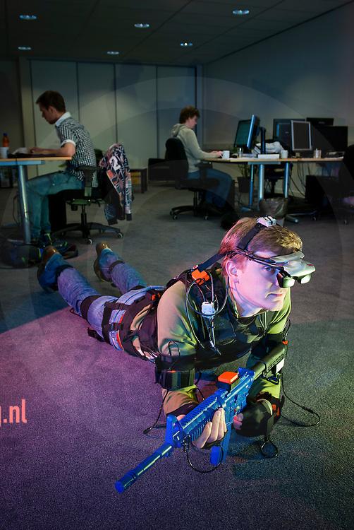 Nederland,enschede,12april2011 Chris Haarmeijer van het bedrijf Re-lion uit enschede toont hun product, een combinatie van  sensorpak, speciale bril, helm en geweer. tesamen met een simulatie programma kunne militairen  oefenen en evalueren. foto Cees Elzenga