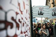 Milano, 1° maggio 2015. Mayday contro Expo 2015. Proteste contro l'arruolamento di volontari non retribuiti per l'accoglienza a Expo 2015.