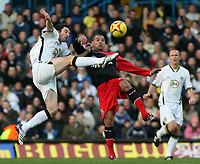 Photo: Paul Thomas.<br /> Leeds United v Southampton. Coca Cola Championship. 18/11/2006.<br /> <br /> Jonathan Douglas (L) of Leeds jumps for the ball from Jermaine Wright.