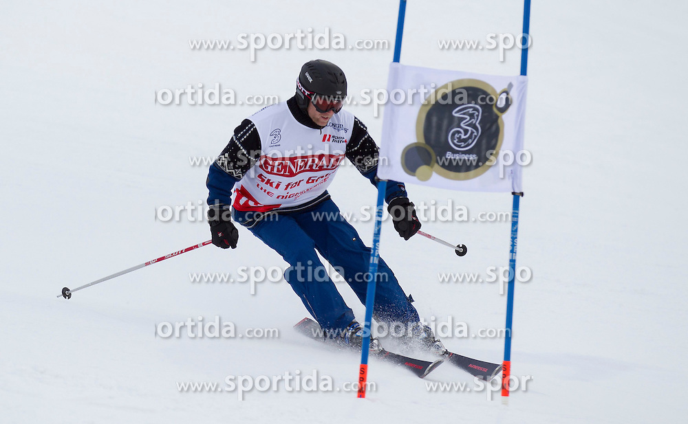 26.01.2015, Planai, Schladming, AUT, FIS Skiweltcup Alpin, Schladming, Sporthilfe Charity Promi Race, im Bild Stefan Koubek // Stefan Koubek during the Sporthilfe Charity VIP race at the Planai Course in Schladming, Austria on 2015/01/26, EXPA Pictures © 2015, PhotoCredit: EXPA/ Erwin Scheriau