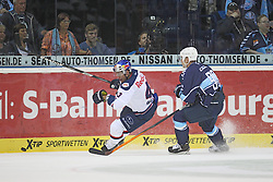 12.09.2014, O2 World Arena, Hamburg, GER, DEL, Hamburg Freezers vs EHC Red Bull Muenchen, 1. Runde, im Bild Felix Petermann (Muenchen / n43), Jerome Flaake (Freezers / n90), liefern sich ein Duell um das Spielgeraet. (Im Bild von links nach rechts) // during germans DEL Icehockey League 1st round match between Hamburg Freezers vs EHC Red Bull Muenchen at the O2 World Arena in Hamburg, Germany on 2014/09/12. EXPA Pictures © 2014, PhotoCredit: EXPA/ Eibner-Pressefoto/ Damm<br /> <br /> *****ATTENTION - OUT of GER*****