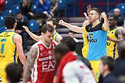 Esultanza panchina Cremona, EA7 Emporio Armani Milano vs Vanoli Cremona - 16 giornata Campionato LBA 2017/2018, Milano Mediolanum Forum 22 gennaio 2018 - foto BERTANI/Ciamillo
