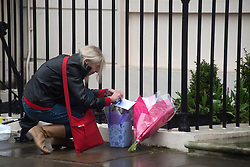 © Licensed to London News Pictures. 09/04/2013. London, UK. Flowers left at the house where former Conservative Prime Minister Margaret Thatcher lived in central London, the day after she died at the age of 87 following a stroke..Photo credit : Peter Kollanyi/LNP