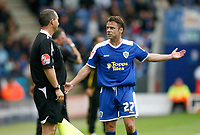 Photo: Steve Bond/Richard Lane Photography<br />Leicester City v MK Dons. Coca-Cola League One. 09/08/2008. Paul Dickov has a word with the linesman