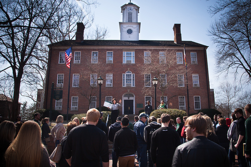 Campus tours for prospective students at Ohio University.  Photo by Ohio University / Jonathan Adams