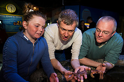 Pictured: Chloe MacDonald (10) met Willie Rennie and Peter Barrett<br /> <br /> Scottish Liberal Democrat leader Willie Rennie focused on the environment on the Holyrood campaign trail as he visited Deep Sea World with Mid-Scotland and Fife candidate Peter Barrett<br /> <br /> Ger Harley | EEm 26 March 2016