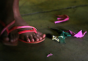 Nova Lima_MG, Brasil..Pes de uma garota participando do Projeto Fred em Nova Lima...The girl feet participating of the Fred project in Nova Lima...Foto: LEO DRUMOND / NITRO..