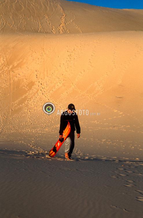 Florianopolis, Santa Catarina, Brasil..Praticante de sandboard em duna./ Sandboarder in dune..Foto © Egon Jenkel/Argosfoto