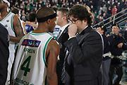 DESCRIZIONE : Avellino Lega A 2011-12 Sidigas Avellino Bennet Cantu<br /> GIOCATORE : Marques Green Andrea Trinchieri<br /> SQUADRA : Sidigas Avellino Bennet Cantu<br /> EVENTO : Campionato Lega A 2011-2012<br /> GARA : Sidigas Avellino Bennet Cantu<br /> DATA : 04/03/2012<br /> CATEGORIA : ritratto fair play<br /> SPORT : Pallacanestro<br /> AUTORE : Agenzia Ciamillo-Castoria/A.De Lise<br /> Galleria : Lega Basket A 2011-2012<br /> Fotonotizia : Avellino Lega A 2011-12 Sidigas Avellino Bennet Cantu<br /> Predefinita :