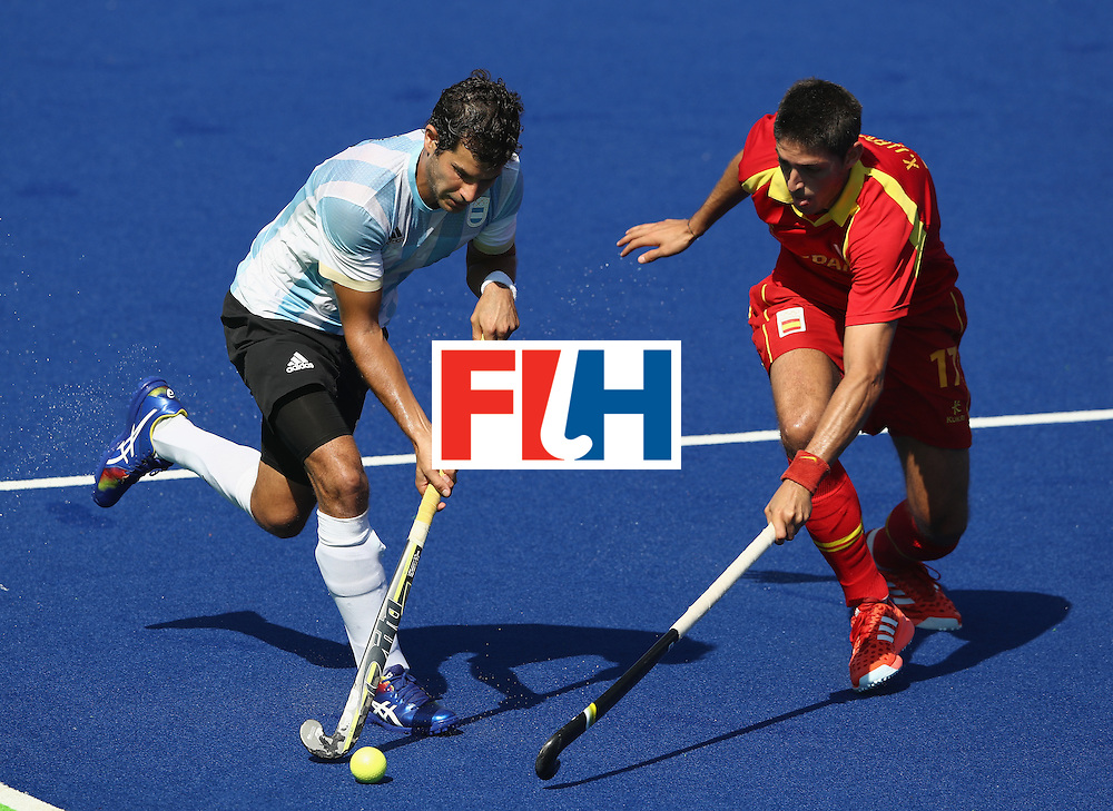 RIO DE JANEIRO, BRAZIL - AUGUST 14:  Juan Lopez of Argentina moves past Xavi Lleonart during the Men's hockey quarter final match between Spain and Argentina on Day 9 of the Rio 2016 Olympic Games at the Olympic Hockey Centre on August 14, 2016 in Rio de Janeiro, Brazil.  (Photo by David Rogers/Getty Images)