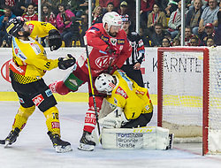 20.04.2019, Stadthalle, Klagenfurt, AUT, EBEL, EC KAC vs Vienna Capitals, Finale, 4. Spiel, im Bild Marc-Andre DORION (spusu Vienna CAPITALS, #10), Andrew KOZEK (EC KAC, #10), Jean-Philippe Amoureux, (spusu Vienna CAPITALS, #1) // during the Erste Bank Icehockey 4th final match between EC KAC and Vienna Capitals at the Stadthalle in Klagenfurt, Austria on 2019/04/20. EXPA Pictures © 2019, PhotoCredit: EXPA/ Gert Steinthaler