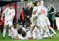 Fotball / Soccer<br /> Play off VM 2006 / Play off World Champio0nships 2006<br /> Tsjekkia v Norge 1-0<br /> Czech Republic v Norway 1-0<br /> Agg: 2-0<br /> 16.11.2005<br /> Foto: Morten Olsen, Digitalsport<br /> <br /> The Czech team celebrating 1-0 in front of coach Karel Brückner
