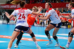 06-12-2019 JAP: Norway - Netherlands, Kumamoto<br /> Last match groep A at 24th IHF Women's Handball World Championship. / The Dutch handball players won in an exciting game of fear gegner Norway and wrote in the last group match at the World Handball  World Championship history (30-28). / Estavana Polman #79 of Netherlands, Kari Skaar Brattset #13 of Norway