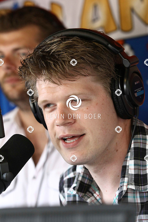 KAATSHEUVEL - In de Efteling was vandaag de officiele opening van Joris en de Draak.  Met op de foto Coen Swijnenberg tijdens hun BNN radio programma in de Efteling. FOTO LEVIN DEN BOER - PERSFOTO.NU