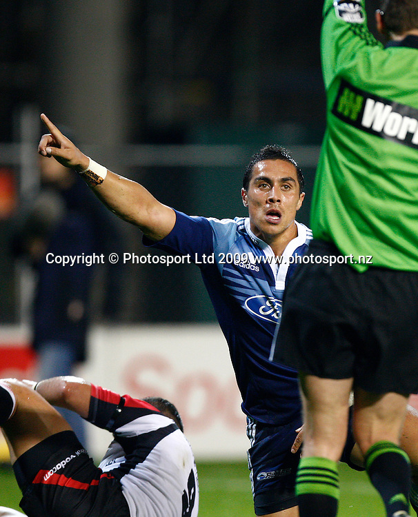 Blues Chris Smylie appeals to the referee to award a try. Super 14 rugby union match, Auckland Blues v Lions, Eden Park, Auckland. 10 April 2009. Photo: Simon Watts/PHOTOSPORT