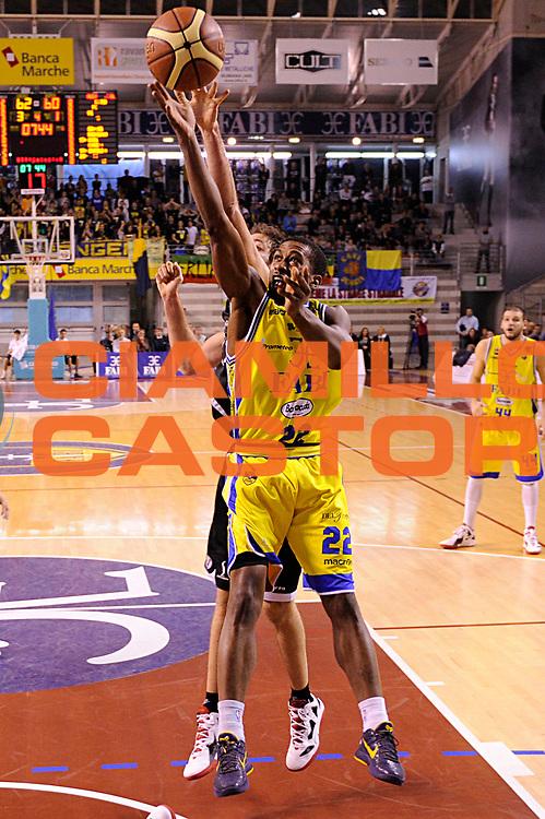 DESCRIZIONE : Ancona Lega A 2011-12 Fabi Shoes Montegranaro Canadian Solar Bologna<br /> GIOCATORE : Jerel Mc Neal<br /> CATEGORIA : tiro penetrazione<br /> SQUADRA : Fabi Shoes Montegranaro<br /> EVENTO : Campionato Lega A 2011-2012<br /> GARA : Fabi Shoes Montegranaro Canadian Solar Bologna<br /> DATA : 20/11/2011<br /> SPORT : Pallacanestro<br /> AUTORE : Agenzia Ciamillo-Castoria/C.De Massis<br /> Galleria : Lega Basket A 2011-2012<br /> Fotonotizia : Ancona Lega A 2011-12 Fabi Shoes Montegranaro Canadian Solar Bologna<br /> Predefinita :