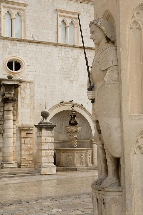 Europe, Croatia, Dalmatia, Dubrovnik.  Orlando's column in Luza Square (Square of the Loggia).  The historic center of Dubrovnik is a UNESCO World Heritage site.