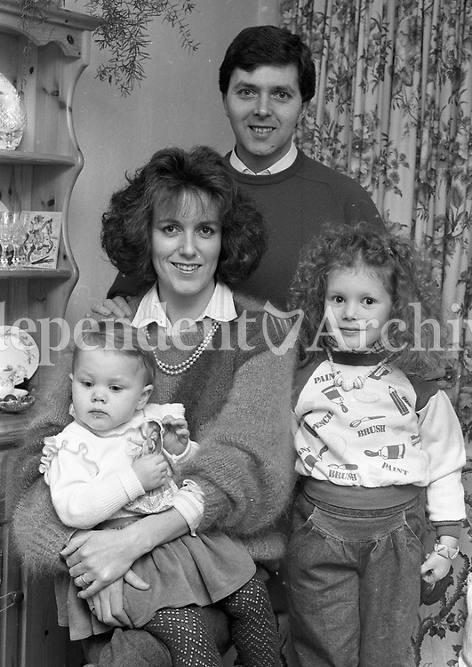 Soccer commentator George Hamilton with his wife Siobhain and children Ciara & Emma Febuary 1986. (Part of the Independent Newspapers/NLI Collection)