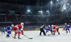 03.01.2015, Klagenfurter Wörthersee Stadion, Klagenfurt, AUT, EBEL, EC KAC vs EC VSV, 35. Runde, in picture Face-off between Brock McBride (EC VSV, #10) and Thomas Koch (EC KAC, #18) during the Erste Bank Icehockey League 35. Round between EC KAC and EC VSV at the Klagenfurter Wörthersee Stadion, Klagenfurt, Austria on 2015/01/03. Photo by Matic Klansek Velej / Sportida