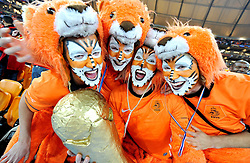 11-07-2010 VOETBAL: FIFA WK FINALE NEDERLAND - SPANJE: JOHANNESBURG<br /> Feature Fans Fan von Holland/niederlande support Holland supporters<br /> EXPA Pictures © 2010 EXPA/ InsideFoto/ Perottino - ©2010-WWW.FOTOHOOGENDOORN.NL<br /> *** ATTENTION *** FOR NETHERLANDS USE ONLY!