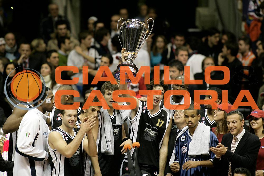 DESCRIZIONE : Bologna Lega A1 2005-06 Tim All Star Game <br /> GIOCATORE : Team All Star Ail Coppa <br /> SQUADRA : All Star Ail <br /> EVENTO : Tim All Star Game 2005-2006 <br /> GARA : All Star Quadrifoglio Vita All Star Ail <br /> DATA : 11/12/2005 <br /> CATEGORIA : Esultanza <br /> SPORT : Pallacanestro <br /> AUTORE : Agenzia Ciamillo-Castoria/L.Villani
