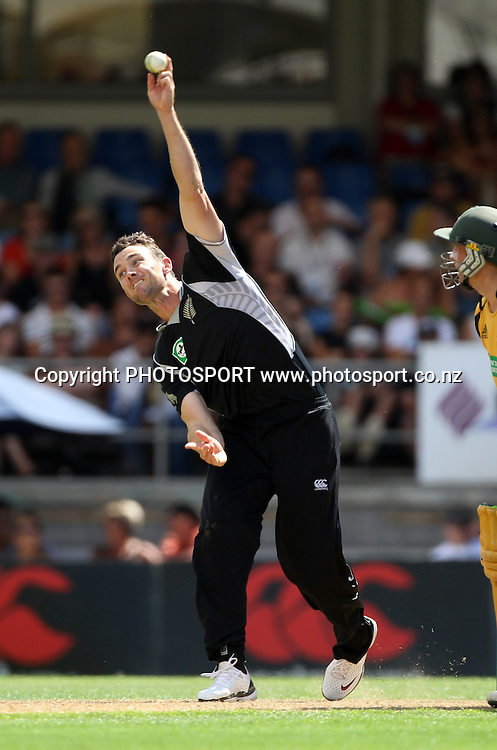 James Franklin bowling.<br />2nd one day international. New Zealand Black Caps versus Australia one day Chappell Hadlee cricket series. Eden Park, Auckland, New Zealand. Saturday 6 March 2010. Photo: Andrew Cornaga/PHOTOSPORT