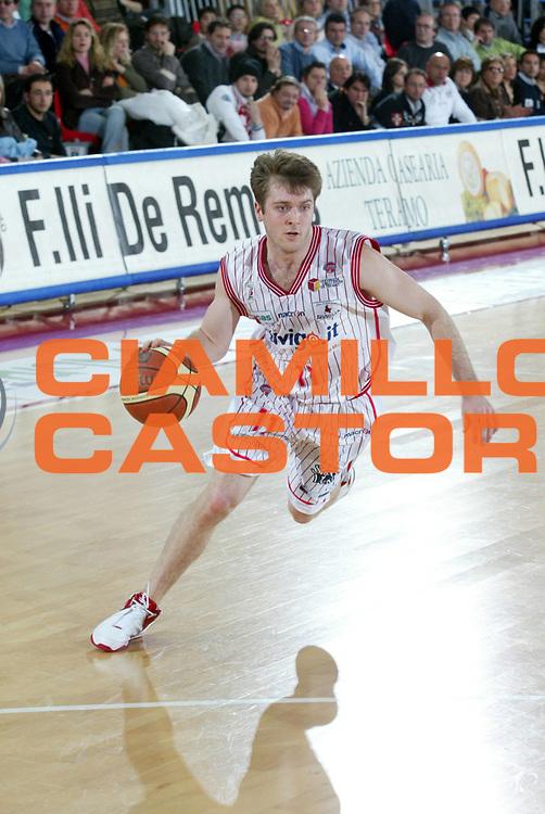 DESCRIZIONE : Teramo Lega A1 2005-06 Navigo.it Teramo Basket Livorno <br /> GIOCATORE : Marketing <br /> SQUADRA : Navigo.it Teramo <br /> EVENTO : Campionato Lega A1 2005-2006 <br /> GARA : Navigo.it Teramo Basket Livorno <br /> DATA : 05/03/2006 <br /> CATEGORIA : Sponsor <br /> SPORT : Pallacanestro <br /> AUTORE : Agenzia Ciamillo-Castoria/G.Ciamillo