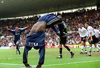 Fotball. Engelsk Premier League. 13.04.2002.<br /> Derby v Newcastle.<br /> Lomana Tesor Lua-Lua fra Newcastle feirer vinnermålet som ga 3-2.<br /> Foto: Matthew Impey, Digitalsport.