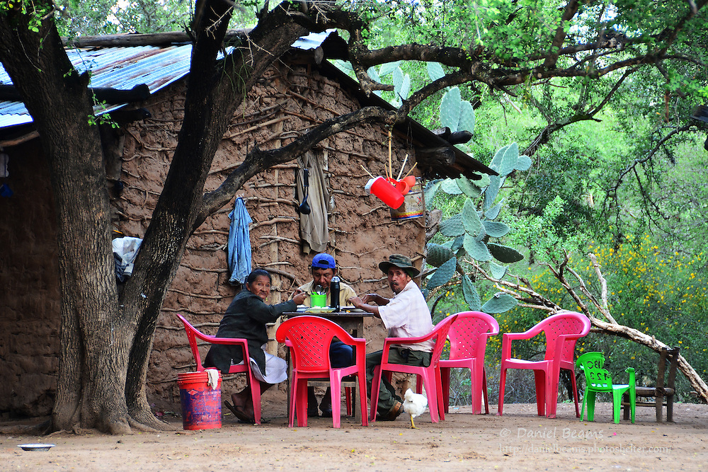 Guarani family eating